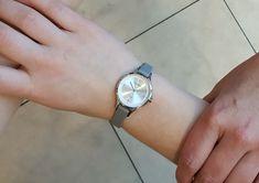 Dame, Watches, Accessories, Fashion, Clock, Moda, Fashion Styles, Clocks, Fasion
