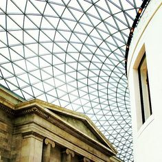 The Queen Elizabeth II Great Court of the British Museum, designed by engineers Buro Happold and architects An amazing building - Forsters + Partners (Norman Forster, Pritzker). - Photo by mrhyuu British Architecture, London Architecture, Space Architecture, Historical Architecture, Contemporary Architecture, Museum Architecture, Victorian London, Best Architects, Amazing Buildings