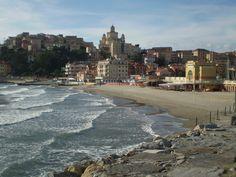 Imperia-Porto Maurizio/la spiaggia d'Oro #Liguria #Riviera #essenzadiriviera www.varaldocosmetica.it