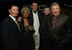 The last picture of the original Star Trek crew: George Takei, Nichelle Nichols, Leonard Nimoy, Walter Keonig, and William Shatner. The original Enterprise has only grown over the years. Star Trek Crew, Star Trek Tv, Star Wars, Leonard Nimoy, William Shatner, Star Trek Enterprise, Star Trek Voyager, Spock, Akira