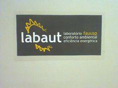 FAU - Serve para informar o nome do laboratório aos passantes. Provavelmente feito pelos responsáveis pelo laboratório.