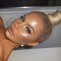 See more at www.true-glue.com. Use code pinterest2020 for 25% off sitewide! #makeupideas #glowing #trending #browsonfleek Eyeliner Trends, Makeup Trends, Makeup Ideas, Makeup Guide, Make Up Looks, Natural Eye Makeup, Blue Eye Makeup, Prom Eye Makeup, Makeup Eyebrows