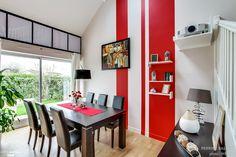 Une salle à manger en noir, blanc et rouge. Un rendu moderne et agréable à l'oeil !