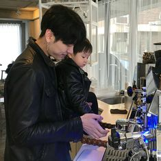 Cute Asian Babies, Korean Babies, Asian Kids, Cute Babies, Father And Baby, Baby Daddy, Baby Boy, Baby Kiss, Ulzzang Kids