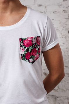 Pocket T with roses white