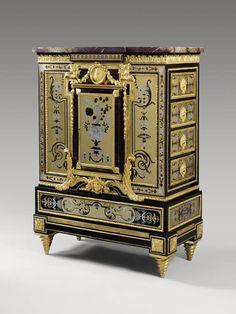 Attribué à André-Charles BOULLE 1642 - 1732  Restauré par Étienne Levasseur à la fin du XVIIIe siècle   Cabinet  Vers 1700  Paris Placage d'ébène ; marqueterie de cuivre, d'étain et d'écaille ; marbre campan mélangé H. : 1,40 m. ; L. : 0,81 m. ; Pr. : 0,38 m.