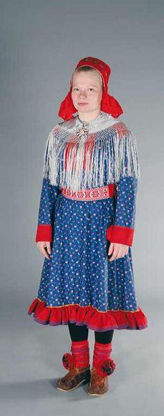 Utsjoki national costume - Utsjoen puku | Sami Duodji ry Folk Costume, Costumes, Ethnic Outfits, People Of The World, Traditional Dresses, Finland, Russia, Girls Dresses, Lappland