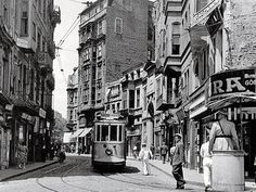 054-BVBY-istanbul_002-_coll_leonidas_mikropoulos-istiklal_caddesi-1950