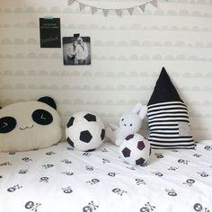 Joost gaat even tukken en ik lekker filmpje kijken.. #bedroom#boysroom#kidsroom#fermliving#opjekamertje#ikea#miffy#nijntje#iwdseh#lepetitbiscuitshop#garland#mint#halfmoon#blackandwhite#hm#skull#interior4all#myhome2inspire iStaPix.com