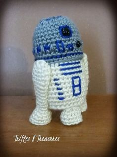 Tall Droid, free crochet pattern by TriflesNTreasures