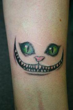 Grinsekatze Tattoo, Motiv von Antares Tattoo München