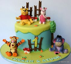 Pooh and friends for twins celebrating their birthday. Inspiration taken from Tortasticarnica's 2 tier Pooh and friends cake. First Birthday Cookies, Baby Boy Birthday Cake, Girl Birthday Themes, Winnie The Pooh Themes, Winnie The Pooh Cake, Disney Themed Cakes, Disney Cakes, Movie Cakes, Jungle Theme Parties