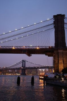 NYC. A Tale of Two Bridges | Leroyo via Flickr
