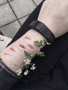 It's the kinda of image that I like the most, real cuts and real scars