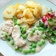 Turkey cooked in a delicate sauce with green peas Baby Food Recipes, Cooking Recipes, Healthy Recipes, Drink Recipes, Healthy Food, Cooking Turkey, Everyday Food, Good Food, Food Porn