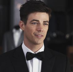 Find high-quality images, photos, and animated GIFS with Bing Images Thomas Grant Gustin, The Flash Grant Gustin, Barry Allen Flash, Grant Gusting, O Flash, Snowbarry, Fastest Man, Dc Legends Of Tomorrow, Supergirl And Flash