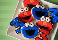 Cookie Monster & Elmo Birthday Cookies by Bee's Knees Creative Elmo Cookies, Elmo Cake, Cute Cookies, Yummy Cookies, Cupcake Cookies, Sugar Cookies, Cookie Favors, Sesame Street Cake, Sesame Street Cookies