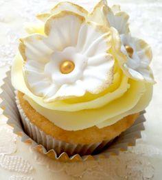 White & Gold Vintage Cupcake