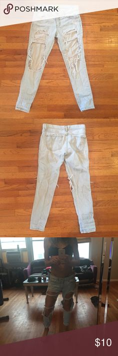 Sun fade wash boyfriend jeans Light sun fade wash boyfriend jeans by WILLIAM B. Made in the USA.  Size 24 but could fit a 25 as more of a skinny. WILLIAM B Jeans Boyfriend