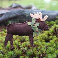 A Maine Moose felt pattern. This guy is all decked out for Christmas and will be a great ornament for your Christmas tree!