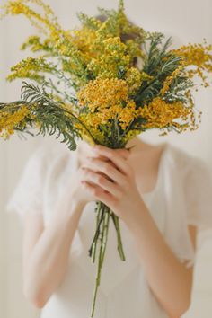 Sunshine yellow wedding bouquet | Warmphoto Photography | see more on: http://burnettsboards.com/2014/04/vintage-birdcage-bridal-session/ #yellow #bouquet