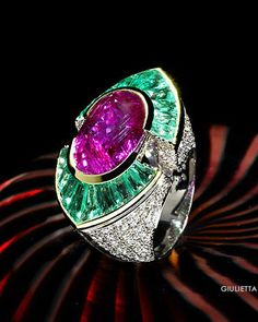 Scavia - I do like this, it is so BLING! yet so sophisticated! KMW