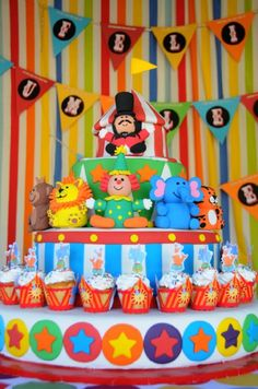 if only I could bake! this would be a perfect cake for the lil ones bday party coming up in September!