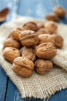 """Uno de nuestros frutos secos por excelencia!. Las nueces son un alimento muy nutritivo que ayudan a reducir el colesterol """"malo"""" y se aconseja en casos de alimentación deficitaria."""