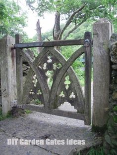 Heir and Space: Fun with Architectural Salvage - a modified version of THIS for the garden fence. Simpler w/only the main arches for most of the fence. Garden Gates And Fencing, Garden Doors, Fence Gate, Fences, Arch Gate, Diy Garden, Dream Garden, Garden Art, Cerca Natural