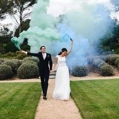 Cuando-utilizar-humo-de-colores-en-bodas-05 Photography, David, Wedding, Deco, Colorful Smoke, Sunflowers, Bridal Gowns, Weddings, Boyfriends