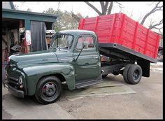 T52 1952 International  Dump Truck Straight 6, 4-Speed Photo 1