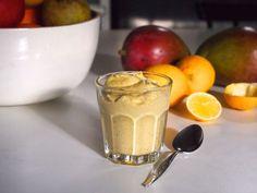 Silkkinen siemenjogurtti mangolla & sitruunalla