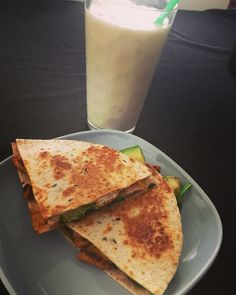 Multigrain tortilla filled with grilled chicken, cheese & baby spinach.