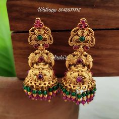 Check out this pretty traditional antique wedding jhumkas by the brand Arshis collection. Jhumka Designs, Gold Earrings Designs, Gold Jewelry Simple, Simple Necklace, Temple Jewellery, Bridal Jewellery, Antique Necklace, Gold Necklace, Gold Fashion