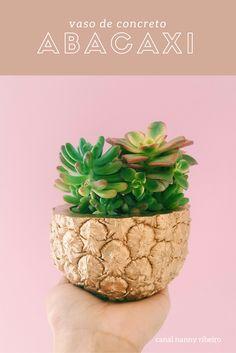 Vaso de abacaxi...Este vídeo é pra quem gosta de abacaxi, o vaso de concreto foi inspirado nessa fruta que amamos tanto. E vai combinar com qualquer tipo de decoração.
