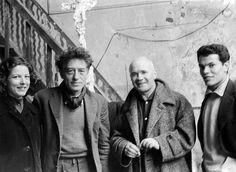 Annette et Alberto Giacometti, Jean Genet et Abdallah dans l'atelier de l'artiste, 1956 ©  Suki Yanaihara / Misuzu Shobo, Ltd., 2016