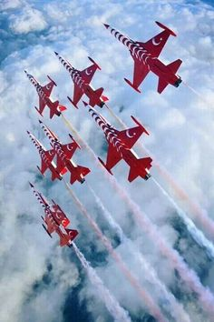 """Turkish Air Force """"Turkish Stars"""" under carriage color design Military Jets, Military Aircraft, Air Fighter, Fighter Jets, Fighter Aircraft, Les Satellites, Air Machine, Aerial Acrobatics, Turkish Army"""