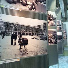 Entrée de l'exposition avec une vue sur une série de photographies de Jean Bruchet. Exposition Photo, Basketball Court, Photos, Ile De France, Photographs, Pictures, Cake Smash Pictures