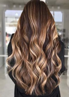Amazing Bronde Sombre Hair Colors for Long Hair in 2020 Daily Hairstyles, Hairstyles With Bangs, Pretty Hairstyles, Summer Hairstyles, Sombre Hair Color, Hair Color Highlights, Medium Hair Styles, Curly Hair Styles, Brown With Blonde Highlights