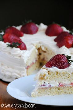 Tres Leches Cake With Arequipe Whipped Cream // Torta De Tres Leches Con Crema Chantilly De Arequipe