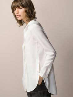 The most elegant women's shirts and blouses at Massimo Dutti. Find SS 2019 floral, striped, pleated or puff sleeve blouses and shirts for a timeless style. Animal Print Blouse, Capsule Wardrobe, Wardrobe Ideas, White Shirts, Printed Blouse, Shirt Blouses, Blouses For Women, Style Me, Casual