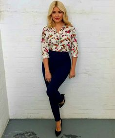 Today's look on . stepping into spring with this floral shirt from 🌸🌼💐🌷🌺 Casual Work Outfits, Business Casual Outfits, Professional Outfits, Office Outfits, Work Attire, Stylish Outfits, Cute Outfits, Modern Outfits, Holly Willoughby Outfits