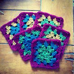 Retro granny square love @incrochetgarden on Twitter inthecrochetgarden.com for crafts & gardening