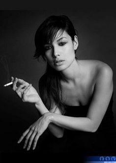 James Bond Girl - Bérénice Marlohe as Severine - Skyfall Women Smoking, Girl Smoking, People Smoking, Black And White People, Celebrity Photography, Photography Ideas, Bond Girls, French Beauty, Famous Girls