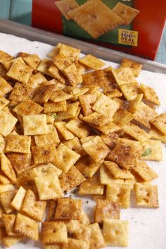 Cheez-It Crack Is This Football Season's New Chex Mix Cheez-It Crack Is This Football Season's New Chex Mix Snack game changed forever. Chex Mix, Halloween Snacks, Halloween House, Halloween 2020, Halloween Party, Yummy Appetizers, Appetizer Recipes, Elegant Appetizers, Brunch Recipes