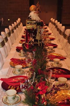 elegant christmas ornanments   Elegant Christmas tablescape   Christmas Table Decorations