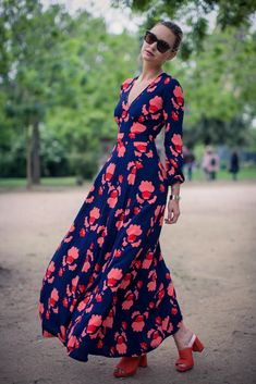 Loving bold printed maxi dresses paired with mules for summer