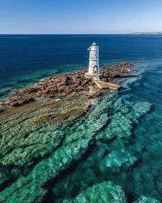 Faro di Mangiabarche (altezza 12mt) Calasetta (Sud Sardegna) Photo: @marklions Raccontaci con una foto la tua Sardegna, i migliori contributi saranno da noi riproposti. Scopri la #Sardegna con #focusardegna