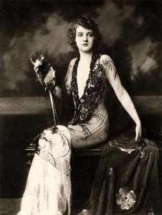 Fashion 1920's by Carmen Moncivais Armstrong