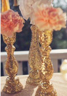 DIY These Gorgeous Glitter Candlesticks - weddingfor1000.com Glitter Candle Holders, Glitter Vases, Glitter Spray Paint Diy, Gold Glitter Tablecloth, Diy Candlestick Holders, Silver Glitter, Diy Candle Holders Wedding, Gold Glitter Wedding, Gold Vases